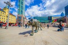 OSLO, NORUEGA - 8 DE JULHO DE 2015: Plaza na frente de Foto de Stock