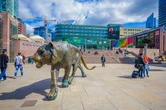 OSLO, NORUEGA - 8 DE JULHO DE 2015: Plaza na frente de Fotos de Stock