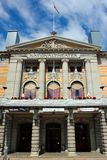 Oslo, Noruega - 26 de junio de 2018: Teatro nacional del ` s de Oslo, el Norwa imagen de archivo