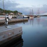 Oslo, Noruega - 14 de maio de 2016: Escultura lustrada do aço dos stainlesss Imagens de Stock