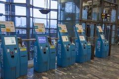 OSLO, NORUEGA - 27 de noviembre de 2014: Liquidación automática a del pasajero Fotos de archivo