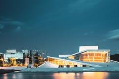 Oslo, Noruega Opinião cênico da noite da noite de Norwegia iluminado imagens de stock