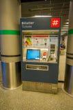 OSLO, NORWEGEN - MÄRZ, 26, 2018: Innenansicht der billeter Kartenmaschine, an zentraler Bahnstation Oslos, ist das größte Lizenzfreies Stockfoto