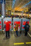 OSLO, NORWEGEN - MÄRZ, 26, 2018: Nicht identifizierte Leute an zentraler Bahnstation Oslos, sind der größte Bahnhof herein Stockfotos