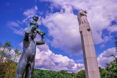 OSLO, NORWEGEN: Scultpure-Statuen in Vigeland Scultpure parken in Oslo, Norwegen lizenzfreies stockbild
