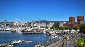 OSLO, NORWEGIA †'SIERPIEŃ 17, 2016: Widok panorama na Oslo Harbo Obrazy Stock