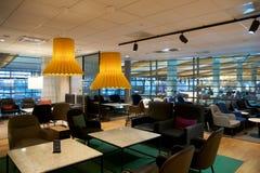 OSLO NORWEGIA, JAN, - 21st, 2017: lotniskowy klasa business holu wnętrze SAS, miejsca siedzące teren w częstej ulotki holu Zdjęcia Stock