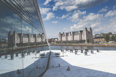 OSLO NORWEGIA, LIPIEC, - 09: Widok na stronie Krajowa Oslo opera Zdjęcie Royalty Free