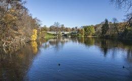 Oslo - parco in autunno, un piccolo lago Fotografia Stock Libera da Diritti