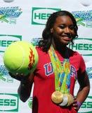 OSmästaresimmaren Simone Manuel deltar på Arthur Ashe Kids Day 2016 Arkivfoton
