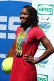 OSmästaresimmaren Simone Manuel deltar på Arthur Ashe Kids Day 2016 Royaltyfri Fotografi