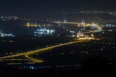 Osman Gazi Bridge i Kocaeli, Turkiet Materiel arkitektur arkivbilder
