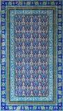 Osmaneart glasierte die Keramikfliesen, die mit den Blumenverzierungen verziert wurden, die in Iznik hergestellt wurden lizenzfreie stockfotografie