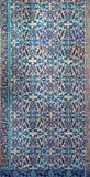 Osmaneart glasierte die Keramikfliesen, die mit den Blumenverzierungen verziert wurden, die in Iznik hergestellt wurden lizenzfreie stockbilder