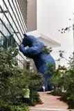 Oso azul enorme en el Colorado Convention Center foto de archivo libre de regalías