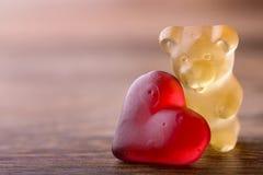 Oso de las tarjetas del día de San Valentín Fotografía de archivo