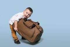 Oso de Little Boy un bolso grande Imagen de archivo libre de regalías