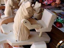 Oso de madera del corte con PC Fotografía de archivo libre de regalías
