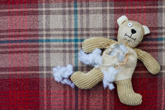 Oso de peluche abandonado triste Imagen de archivo