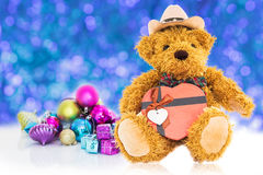 Oso de peluche con Año Nuevo de los regalos y de los ornamentos Foto de archivo libre de regalías