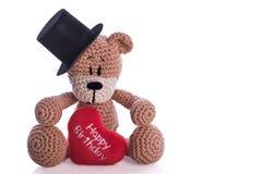 Oso de peluche con la almohada del corazón del feliz cumpleaños Foto de archivo libre de regalías