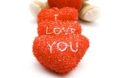 Oso de peluche con los corazones rojos Fotos de archivo