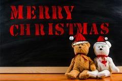 Oso de peluche con símbolo del reclamo y el ` de la Feliz Navidad del ` del mensaje Foto de archivo