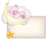 Oso de peluche de la escritura de la etiqueta de la niña que duerme en una luna Imagen de archivo libre de regalías