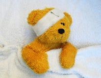 Oso de peluche enfermo Fotos de archivo libres de regalías