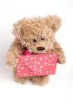 Oso del peluche con la carta. Día de tarjeta del día de San Valentín Fotos de archivo