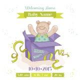 Oso en una caja - tarjeta del bebé de la fiesta de bienvenida al bebé Fotos de archivo