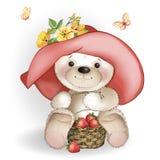 Oso sonriente en el sombrero grande que se sienta con una cesta de strawberrie Foto de archivo libre de regalías
