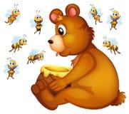Oso y abejas Imagen de archivo libre de regalías