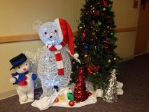 Oso y muñeco de nieve de Papá Noel Fotos de archivo libres de regalías