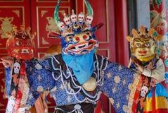 Osoba jest ubranym tradycyjną szamanu ` s maskę i kostium w Ulaanbaatar, Mongolia Zdjęcie Royalty Free