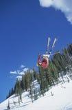 Osoba Na narty doskakiwaniu Obrazy Stock