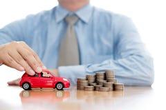Osoba Ochrania Wzrastający monety I samochód obraz royalty free