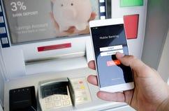 Osoba trzyma telefon z nazwa użytkownika ekranem dla mobilnej bankowości Obraz Royalty Free