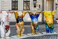 Osos de la India, de Indonesia, de Iraq y de Irán en la exposición unida de Buddy Bears fotos de archivo libres de regalías