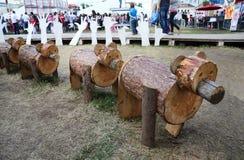 Osos de madera en las noches blancas del festival Foto de archivo libre de regalías