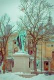 OsOSLO, NORUEGA - MARÇO, 26, 2018: Vista exterior do monumento a Henrik Wergeland, escritor norueguês famoso, poeta Fotografia de Stock