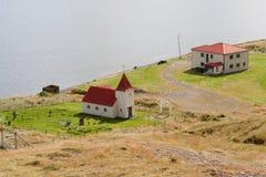 Ospakseyrarkirkja, una delle molte chiese islandesi Immagini Stock