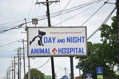 Ospedale animale di notte e di giorno, viale Memphis, TN di estate fotografia stock libera da diritti