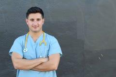 Ospedale felice ispanico dell'America latina della medicina della corsa mista dell'infermiere di medico con spazio per testo o co Fotografie Stock