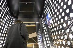 Ospite che proveniente fuori dall'elevatore del tetto al parasole di Metropol dello spazio, Fotografia Stock Libera da Diritti