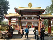 Ospiti al fico delle indie orientali Gaya India di Karma Tharjay Chokhorling Tibetan Monastery fotografia stock