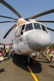 Ospiti che esplorano l'elicottero di MI-26T Fotografia Stock Libera da Diritti