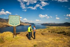 Ospiti che stanno nel lago Kamloops nel Canada immagine stock libera da diritti
