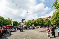 Ospiti del mercato delle pulci famoso di Stuttgart Fotografie Stock
