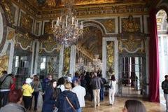 Ospiti sulla coda per il palazzo aprile di Versailles, Fotografia Stock